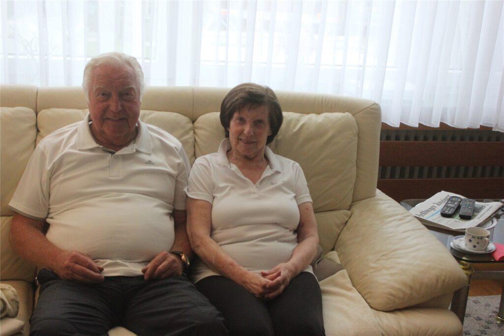 Helmut Struwe, im Bild mit Ehefrau Gisela, erinnert sich an die Fusionsgeschichte zum Königsborner SV.